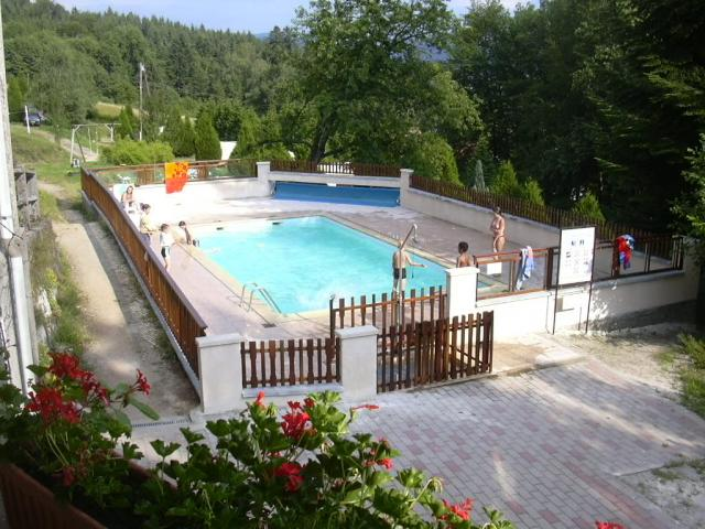 Camping du chateau camping granges sur vologne vosges 88 for Camping gerardmer piscine