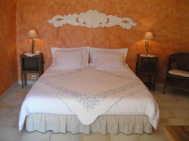 chambre d 39 h te de charme en luberon le clos des lavandes chambre d 39 h te lacoste vaucluse 84. Black Bedroom Furniture Sets. Home Design Ideas