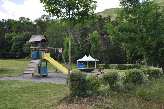 Camping la pierre de l 39 aigle camping et location de for Camping de la piscine aigle